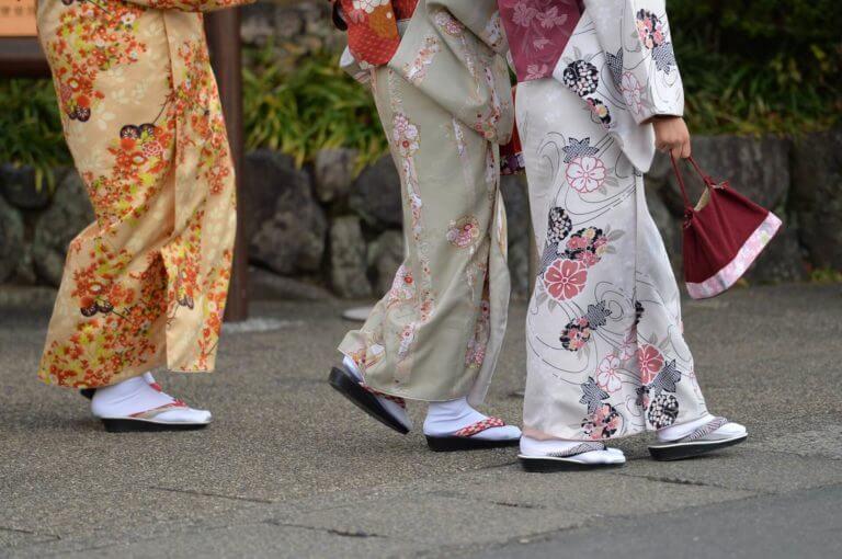 北海道札幌近郊で着物・帯・草履の出張買取はコレクトワンへ