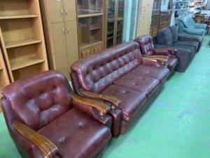 カンボジアで並ぶ家具